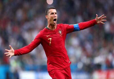 """كريستيانو رونالدو يصنع التاريخ بتحقيق """"100"""" هدف دولي مع البرتغال"""