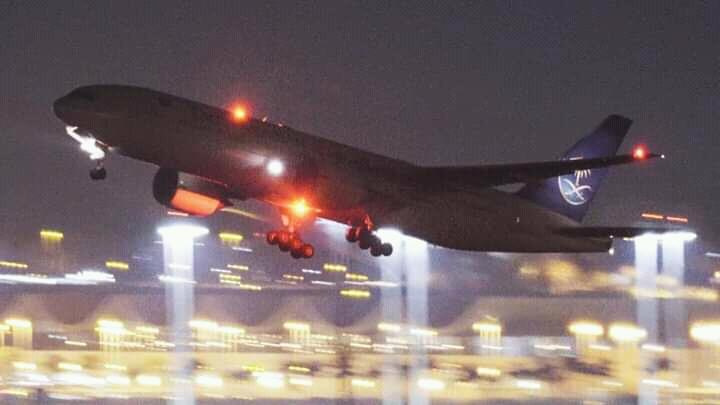 السعودية تعلق الرحلات الجوية الدولية لمدة أسبوع
